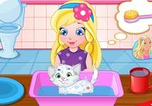 Bebek Sofia ile Kediyi Yıka ve Temizle