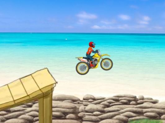 Sahilde Motosiklet Sürme